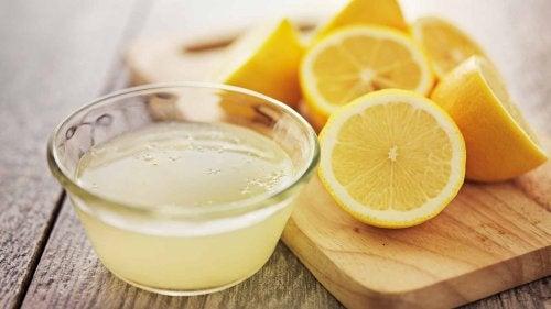 лимоновият сок е отлично средство за почистване и дезинфекция на спалнята