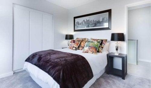 почистването и дезинфектирането на спалнята ви гарантират спокоен сън