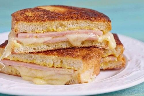 Как да си приготвите вкусни сандвичи Монте Кристо