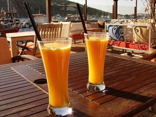 Прочистете черния си дроб със сок от портокал