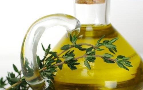 етеричното масло от мащерка помага срещу омнихомикоза