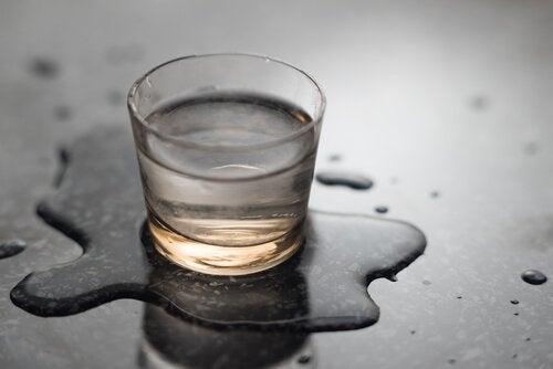 Пийте повече вода между отделните хранения.