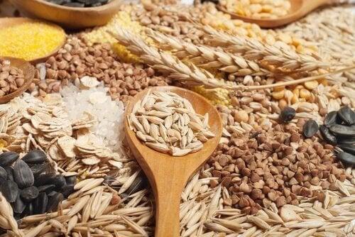 пълнозърнените храни са ценен източник на триптофан и витамини, необходими за повишаването на серотонина