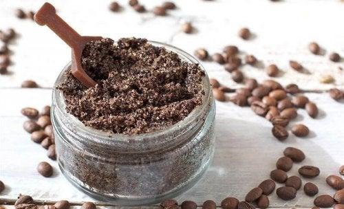 смес от кафе и кокосово масло против стрии и белези
