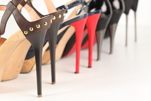 обувки на висок ток и болка в петите