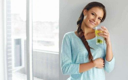 вода с лимон и ленено семе за отслабване