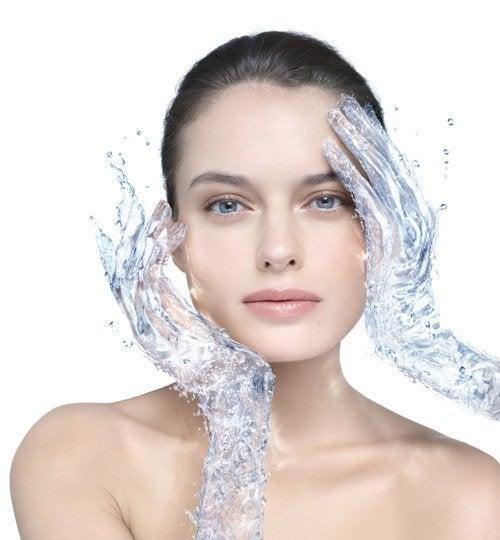 почистване на лицето с домашна мицеларна вода