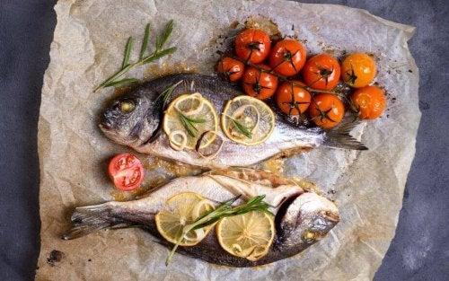 Можете да ядете риба и пилешко месо по време на диетата със супа от зеле.