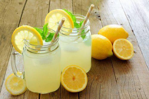 Вода с лимон и ленено семе, ако искате да отслабнете