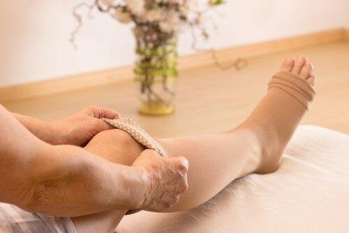 носенето на тесни дрехи затруднява желаното лечение на разширените вени