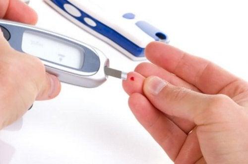 контролирайте холестерола и кръвната захар с лек с ябълков оцет