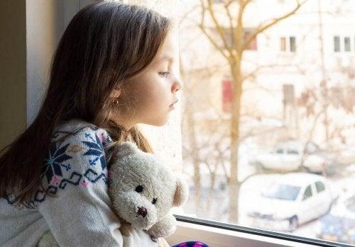 страхът он изоставяне е резултат от появата на афективно разстройство при децата