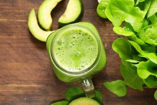 зелено смути с ябълки богати на калций против остеопороза