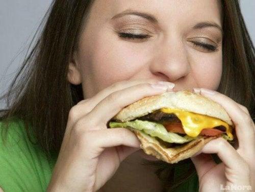 Какво могат да ни причинят хранителните алергии
