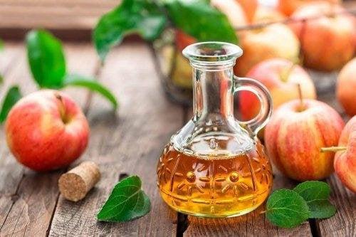 ябълковият оцет е сред най-добрите натурални обезмаслители