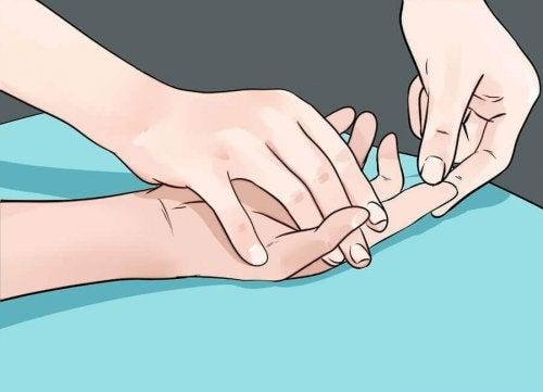 9 здравословни проблема, за които сигнализират ръцете ни