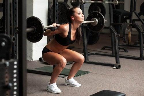 Изграждане на мускулна маса: аеробни и анаеробни упражнения