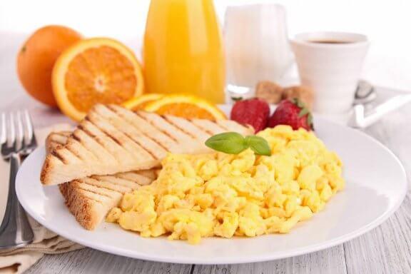 Яжте яйца, за да се отървете от телесните мазнини
