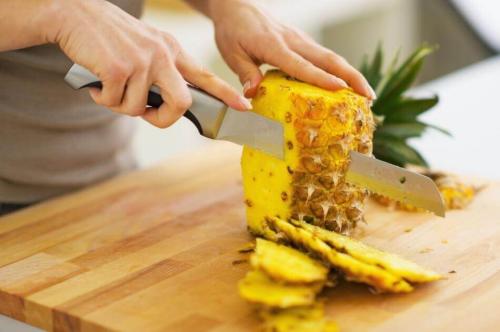Консумирайте диуретични храни за оформяне на коремчето си.