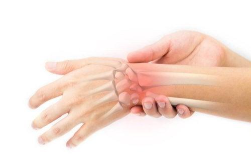 Напитка от глухарчета: домашно средство при болка в костите