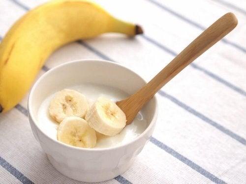 Псориазис на скалпа: маска с кисело мляко и банан