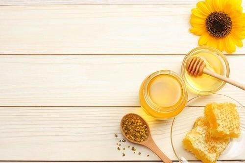 Медът ускорява лечението на изгарянията.