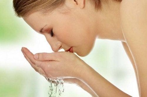 Почистване на лицето се прави през 10 часа