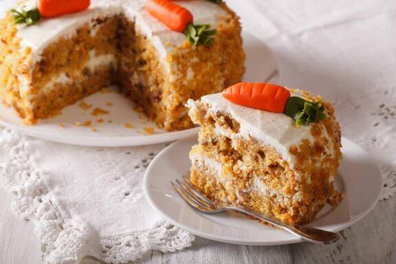 Вкусна веган морковена торта без мазнини и без яйца