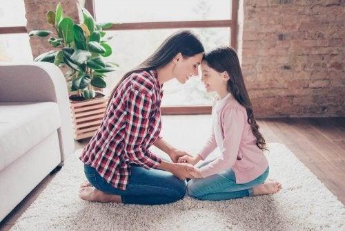 Една единствена дъщеря пораства по-рано от връстниците си.