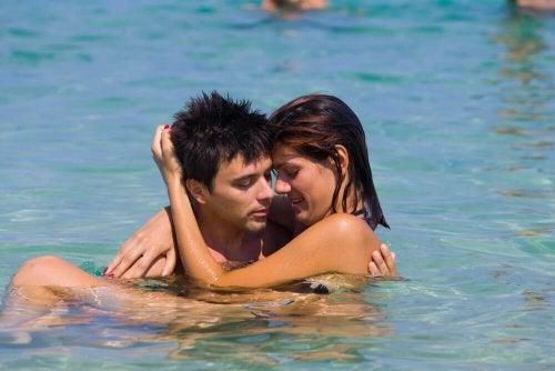 при практикуване на секс във вода се пазете от охлузвания