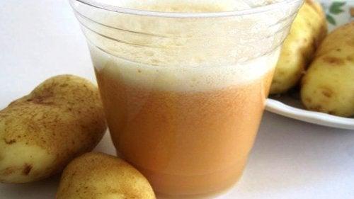 Сокът от пресни картофи е сред най-добрите домашни антиацидни средства.