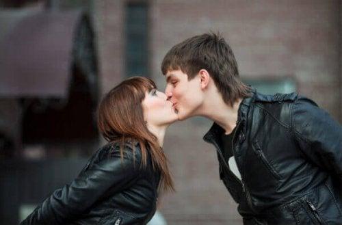 целувката ви прави по-щастливи