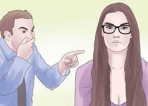 Вербален тормоз: мъж сочи с прист една жена