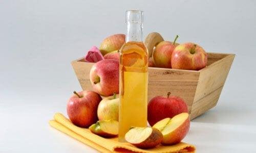 Ябълковият оцет е сред най-често използваните домашни антиацидни средства.
