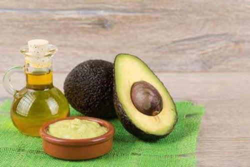 Срещу целулита: разрязано авокадо, овес и бадемово масло