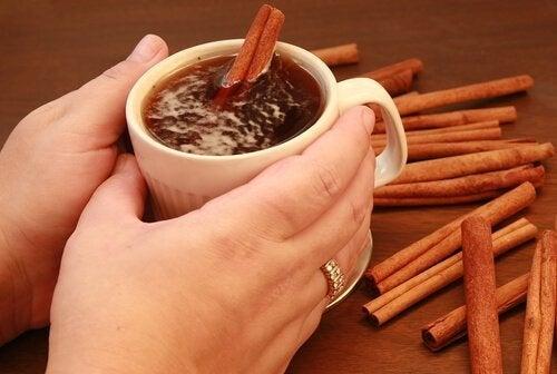 Вкусен и ароматен чай с мед и канела