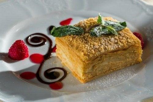 Как да си приготвите домашен десерт Наполеон