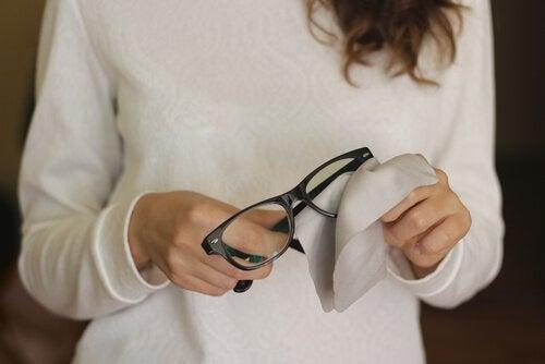 Драскотините по очилата - забравете за тях с тези 6 трика