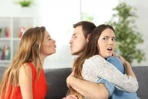един мъж и две жени