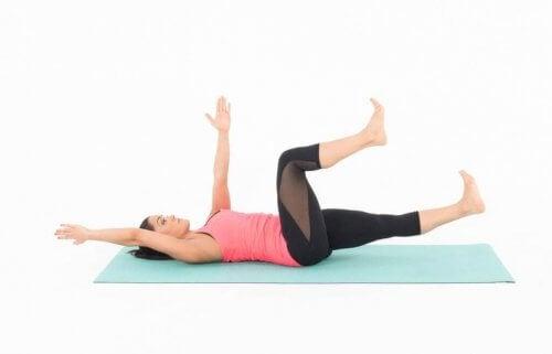 Упражнение мъртва буболечка за коремните мускули