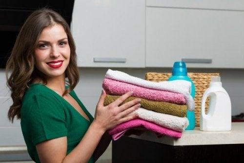 Как да направите домашен омекотител за вашите кърпи
