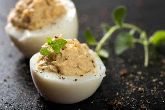 Четири лесни начина за приготвяне на пълнени яйца