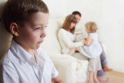 Как да се справите с ревността между децата в семейството