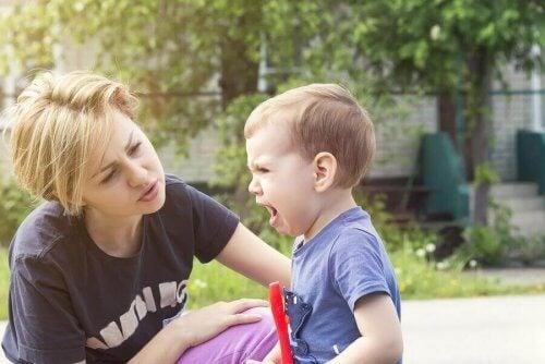 Ролята ви като родител е да овладеете караниците и емоциите