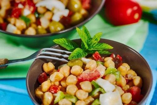 рецепти за лесни и вуксни салати с нахут
