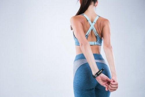Четири стречинг упражнения, които ще ви помогнат да коригирате стойката си