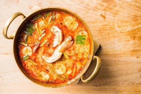 Лесна домашна рецепта за супа с морски дарове