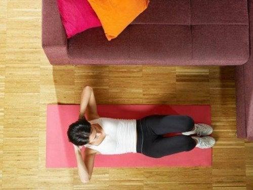 Пет лесни начина за трениране на коремните мускули