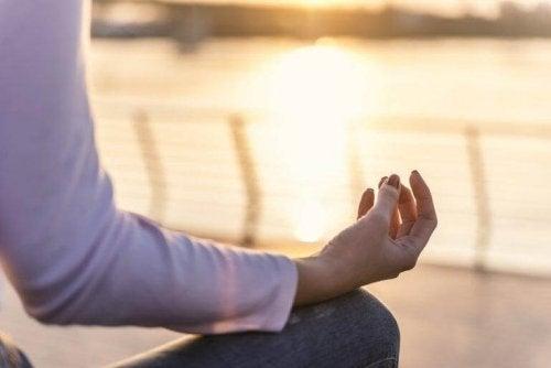 Медитацията и отпускането по време на йога упражненията са изключително полезни за здравето.