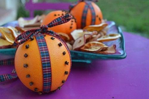 Натурални ароматизатори за дома: освежител от портокал и карамфил